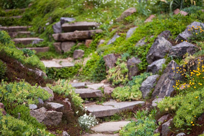 Skalniak w dobrym stylu lovely garden for Hanggarten gestalten