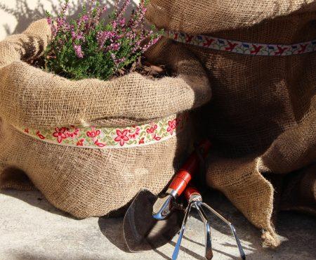 Jak zrobić osłonkę z juty na donicę