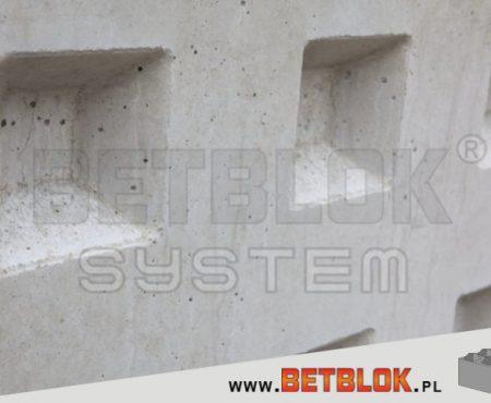 Betonowy składzik – jak zbudować komórkę w ogrodzie?